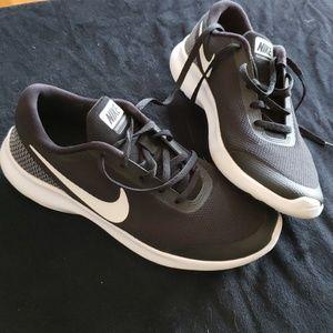 Black Nike flex